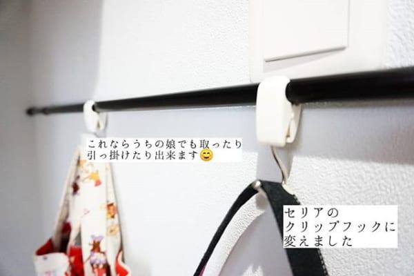 デッドスペースに突っ張り棒とクリップフックを活用2