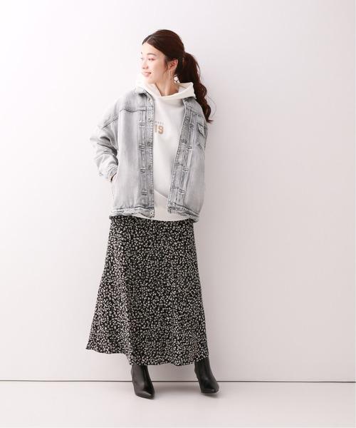 ルーズデニムジャケット×小花柄黒スカート
