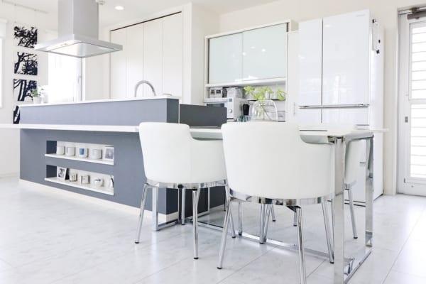 グレー×腰壁デザインが上品なキッチン