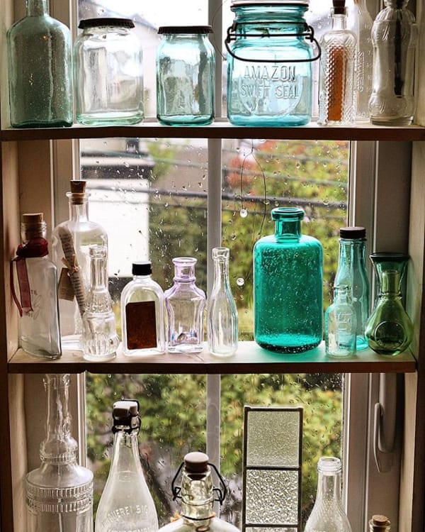 ガラス瓶の光を楽しむ、おしゃれな空き瓶活用法