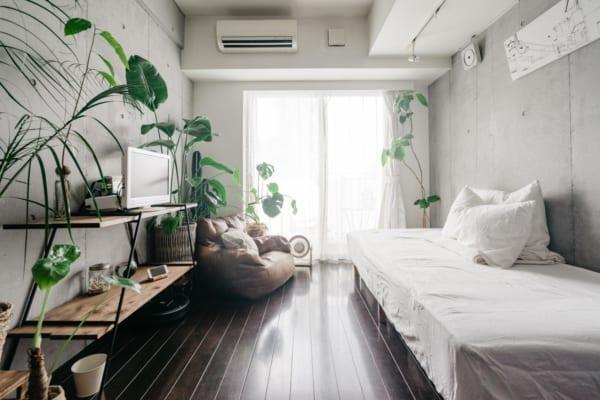 コンクリート打ちっ放しの一人暮らし部屋