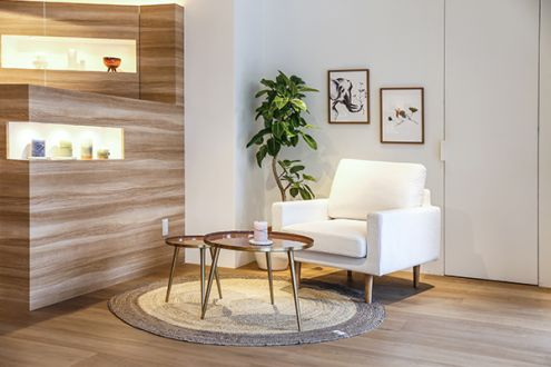 エレガントデザインのサイドテーブル