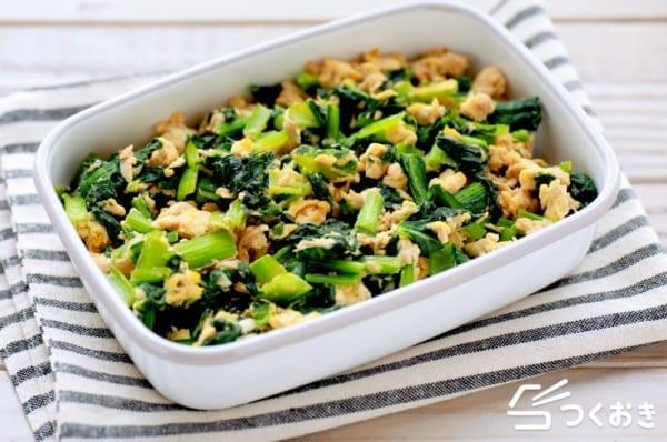お弁当に人気の副菜!簡単小松菜とツナの卵炒め