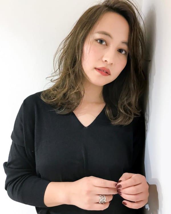 ミディアム×巻き髪×フェミニンスタイル