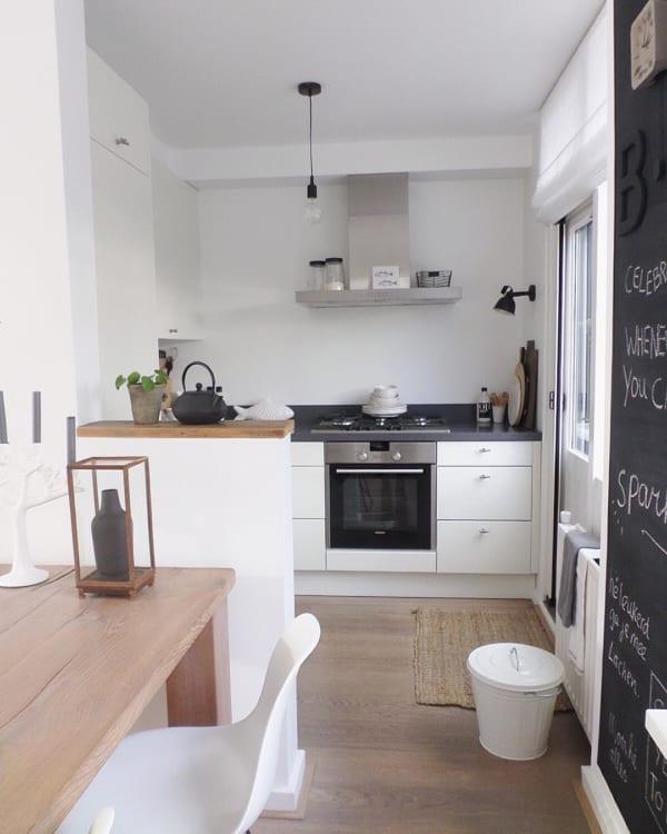 シンプルで機能的なニューヨークスタイルのキッチン
