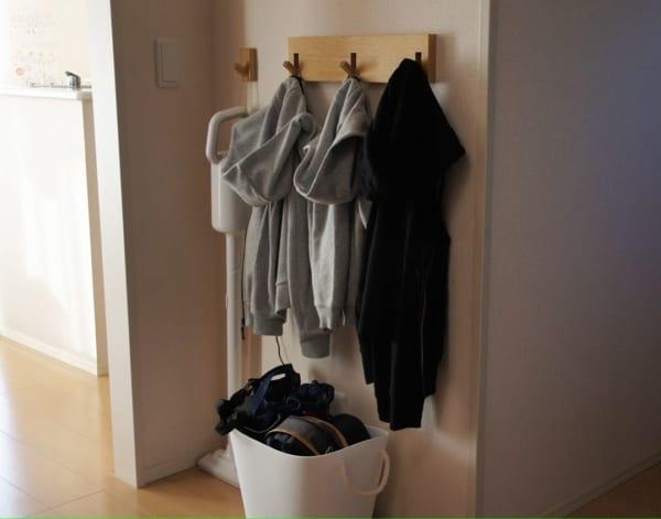 服やバッグの一時置きに3連ハンガー