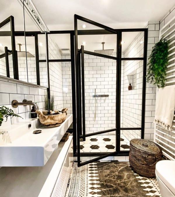 おしゃれなタイル床が魅力の海外バスルーム7