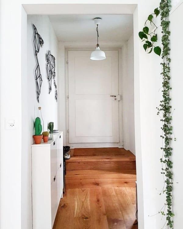 玄関に棚をプラスして収納&ディスプレイを