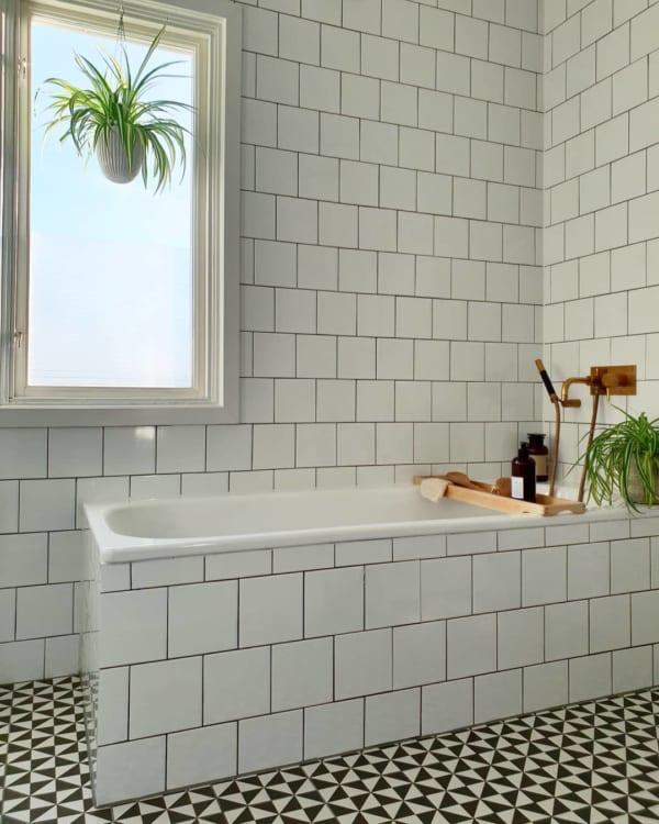 おしゃれなタイル床が魅力の海外バスルーム8