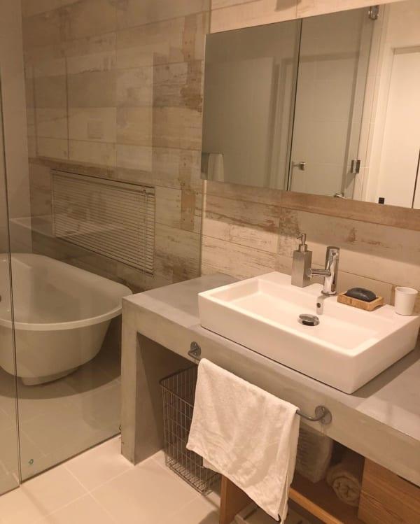 ホテルライクなモダン洗面所インテリア