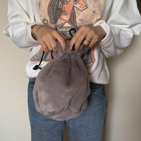 リバーシブルフェイクファー巾着バッグ