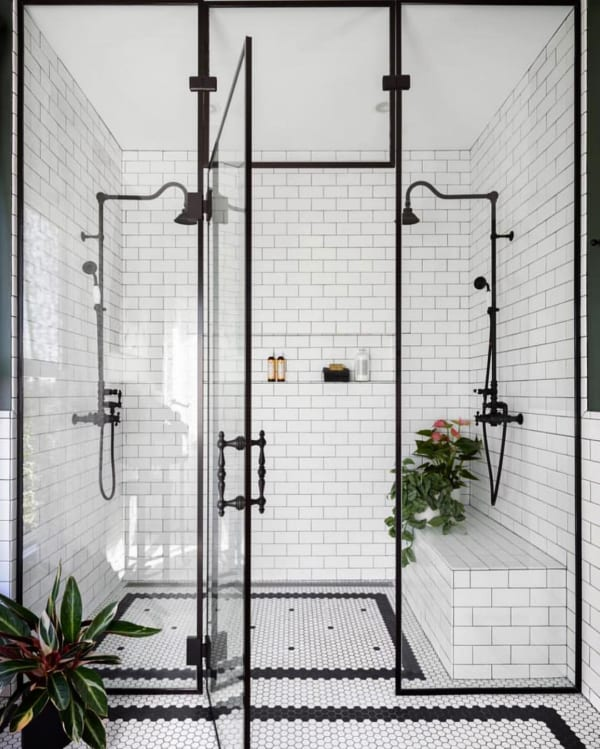 おしゃれなタイル床が魅力の海外バスルーム11