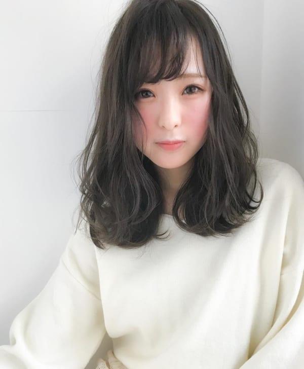 黒髪ミディアム×巻き髪×愛されスタイル