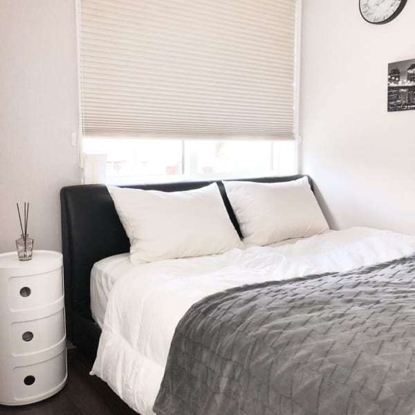 モノトーンのお部屋作り《寝室インテリア》9
