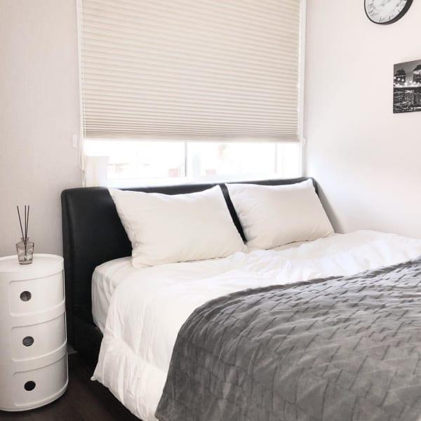 ホテルライクなモダン寝室インテリア
