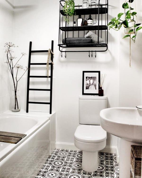 おしゃれなタイル床が魅力の海外バスルーム13
