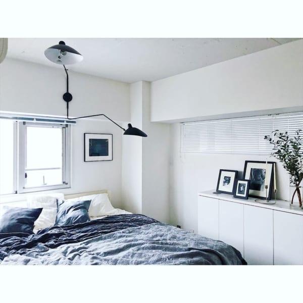 デザインが映えるモダン寝室インテリア