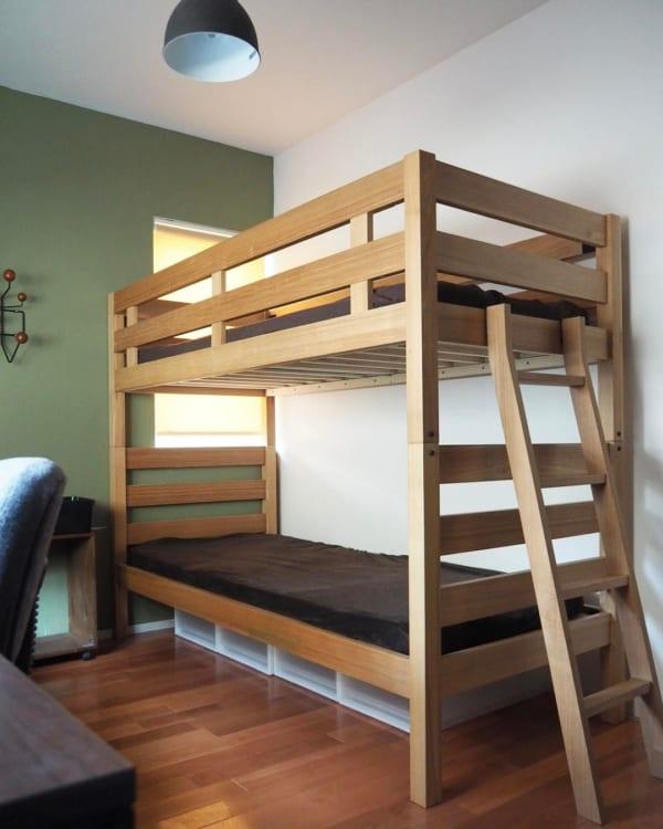2段ベッドの下に洋服収納