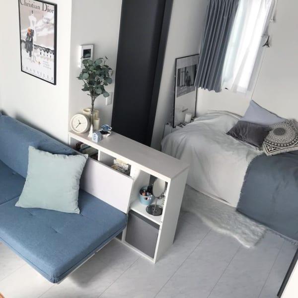 3色でシンプルにまとめた一人暮らしの部屋