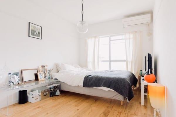 個性的な家具を使ったモダンな一人暮らしの部屋