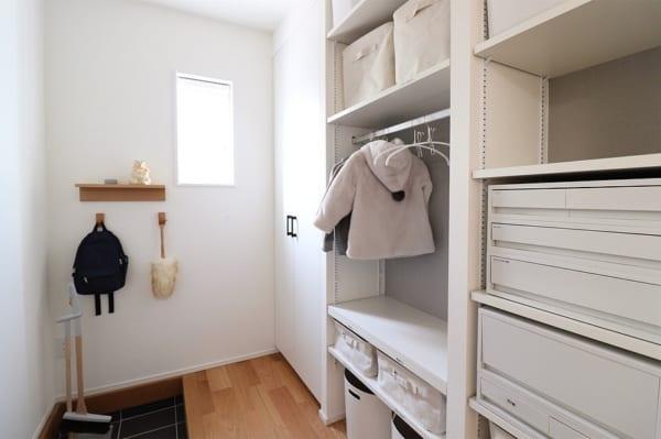 壁につけられる家具で収納