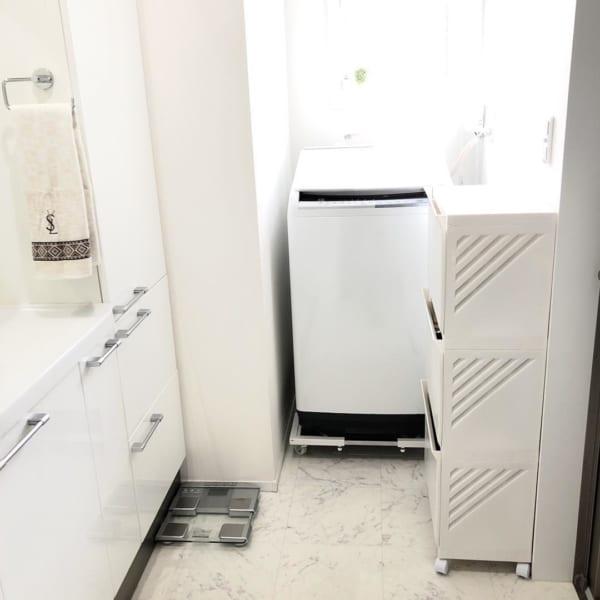 キャスター付きの洗濯機置き台