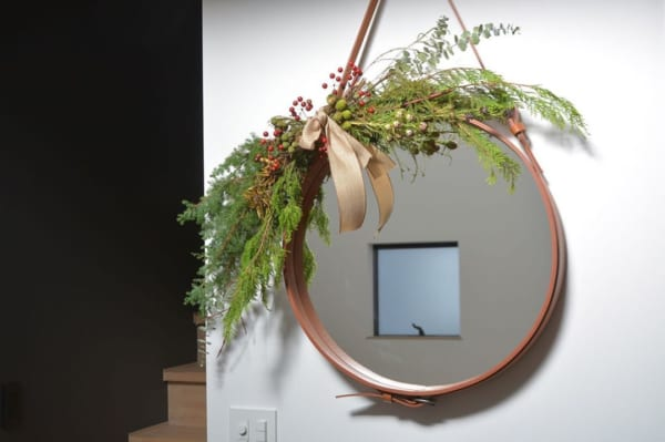 ⑤鏡をおしゃれにデコレーション