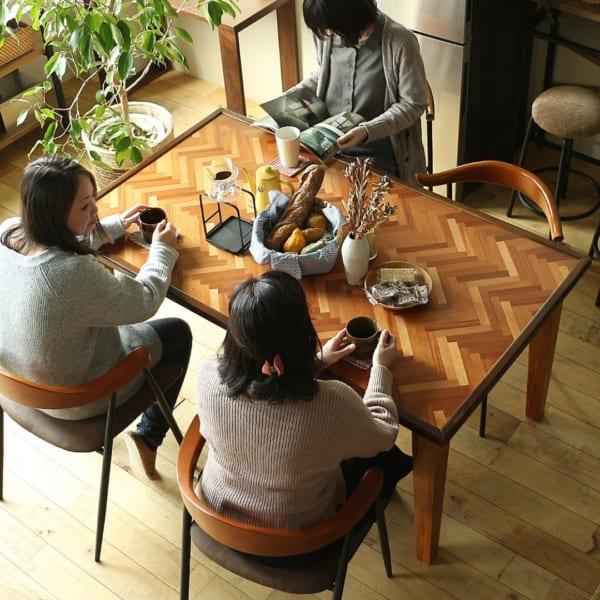 RAKAS(ラカス)のダイニングテーブル