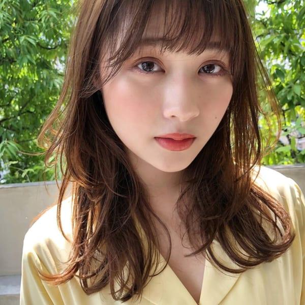 ミディアム×巻き髪×小顔バング