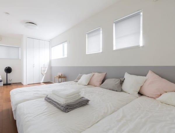 やわらかい雰囲気の寝室