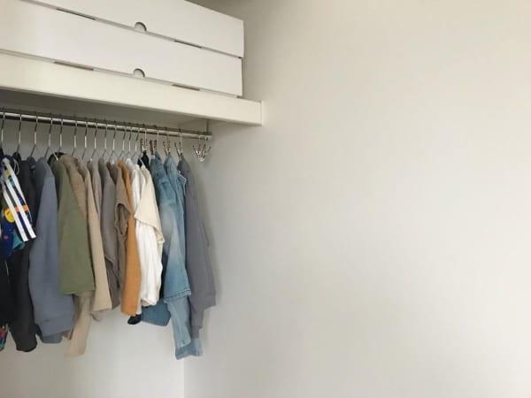 衣類はたたまず掛けて収納