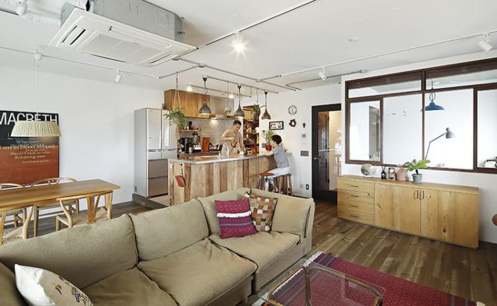 立ち飲み感覚で周りを囲む、人が集うキッチンカウンター2