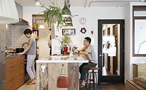 立ち飲み感覚で周りを囲む、人が集うキッチンカウンター3