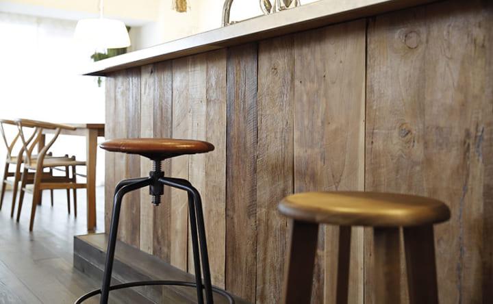 立ち飲み感覚で周りを囲む、人が集うキッチンカウンター6