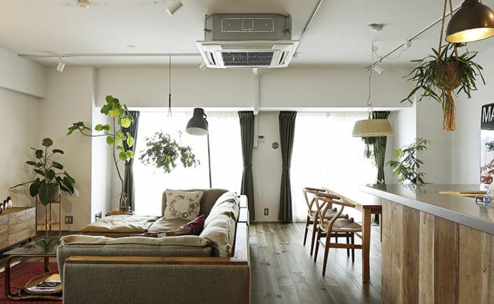 家具に合わせてつくる木の使い方が光るインテリア