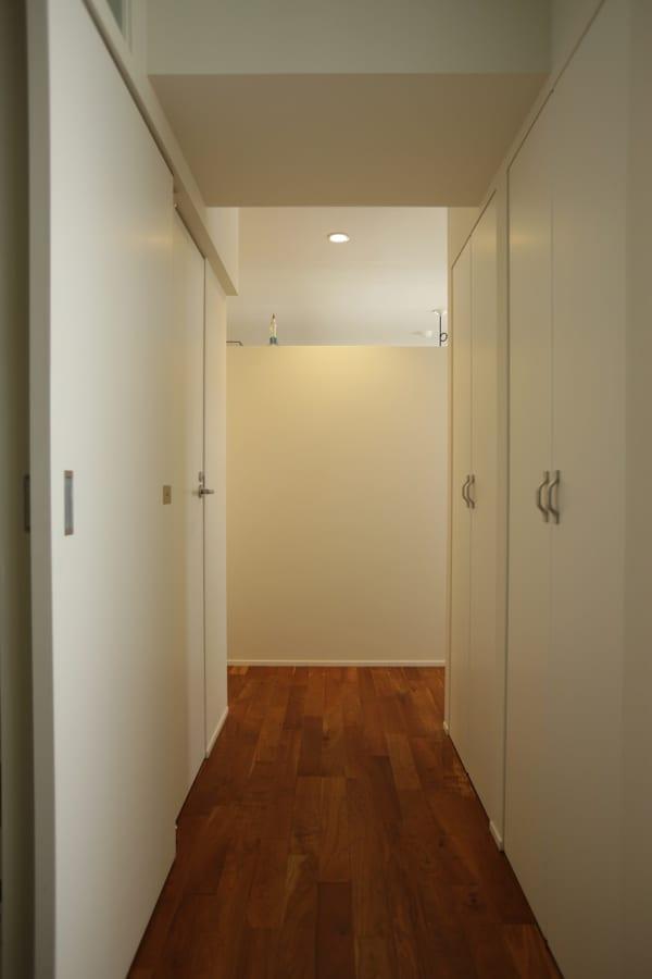 部分的な壁でゆるく仕切って多目的コーナーをつくるプラン。4