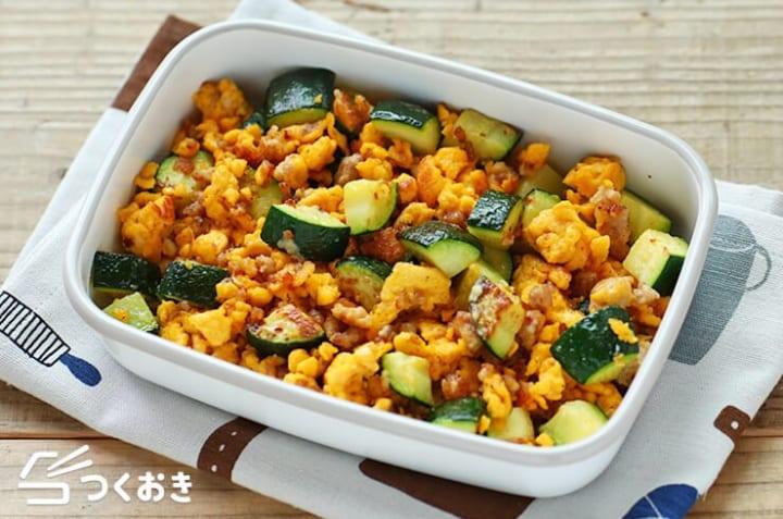 副菜のレシピに大人気!ズッキーニと卵のマヨ炒め