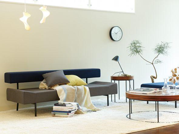 壁際にソファを配置した例1