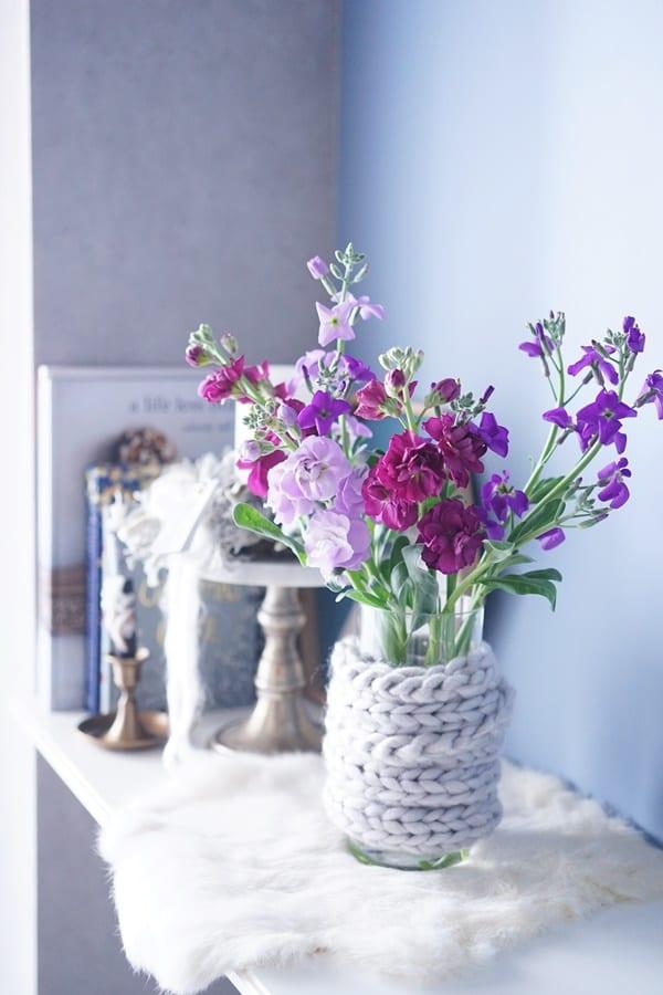 円柱形の花瓶に毛糸を巻き付けるアレンジ方法2