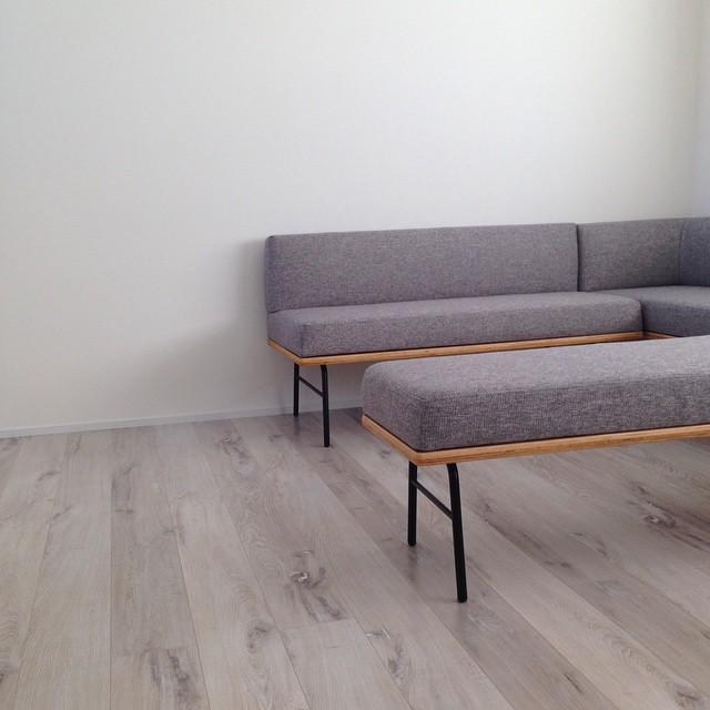 色味の綺麗なグレーのソファー