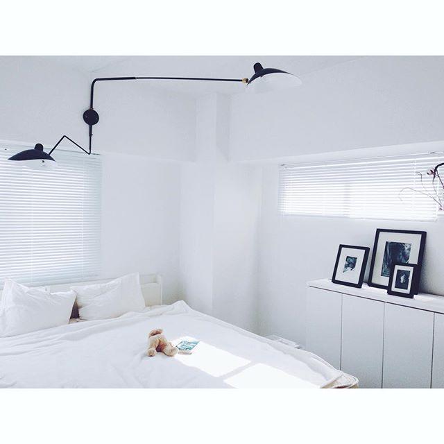 モノトーンの寝室《白メインのインテリア》4