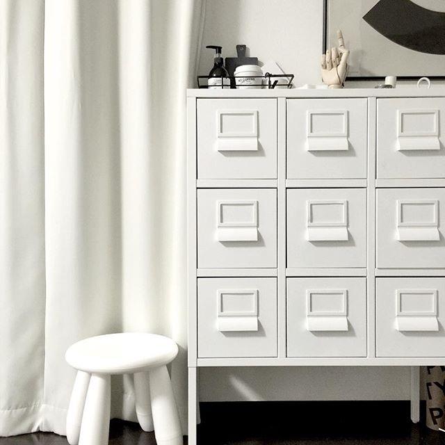 家具でモノトーンのバランス調整