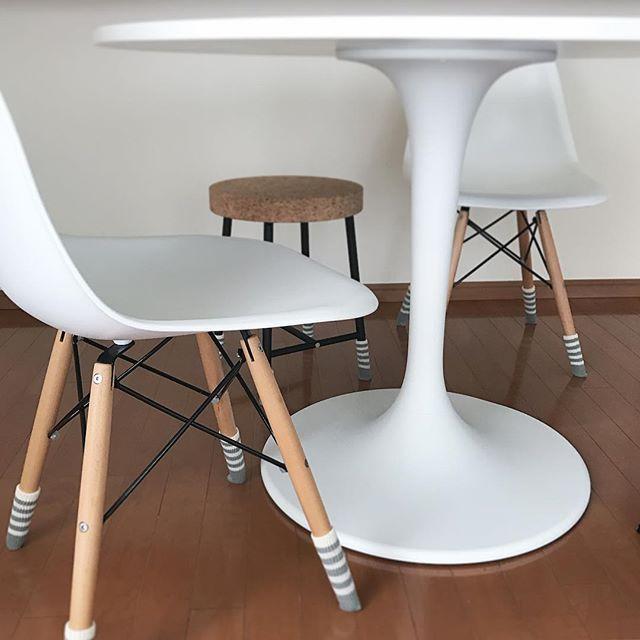 白いテーブルはおしゃれで可愛い