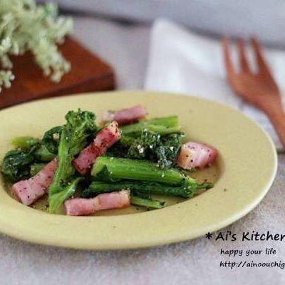 夕食に菜の花と厚切りベーコンの塩バター炒め