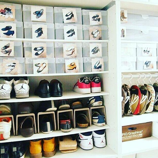 ②靴を重ねて収納する