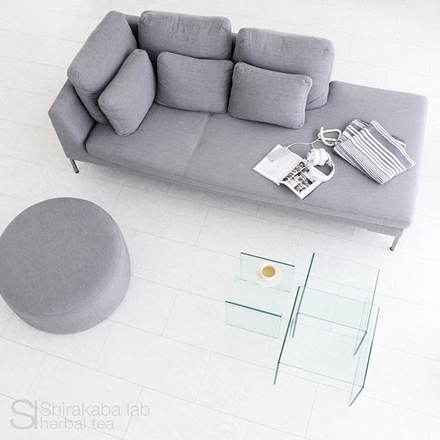 スペースに余裕をもった家具の配置