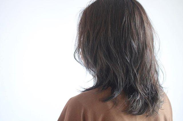 50代に似合うセミロング×パーマの髪型5