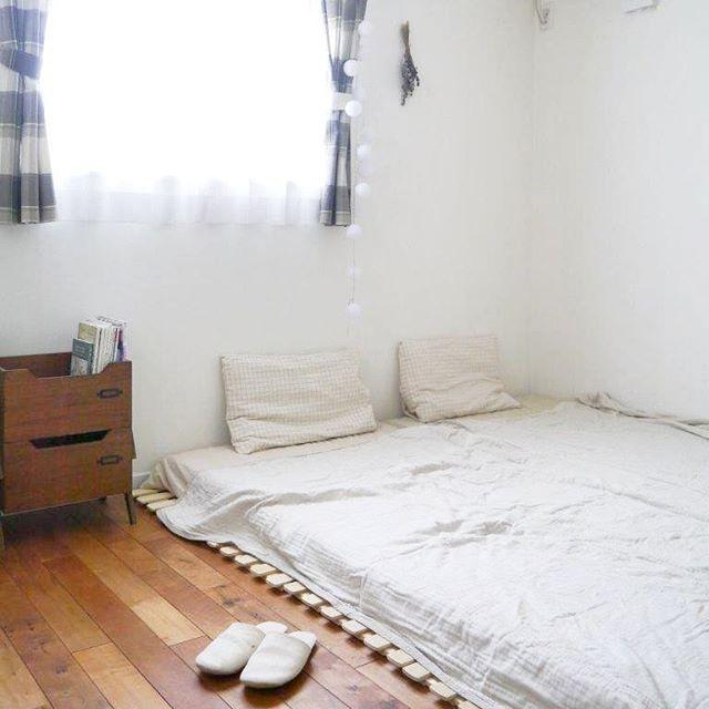 モノトーンの寝室《白メインのインテリア》5