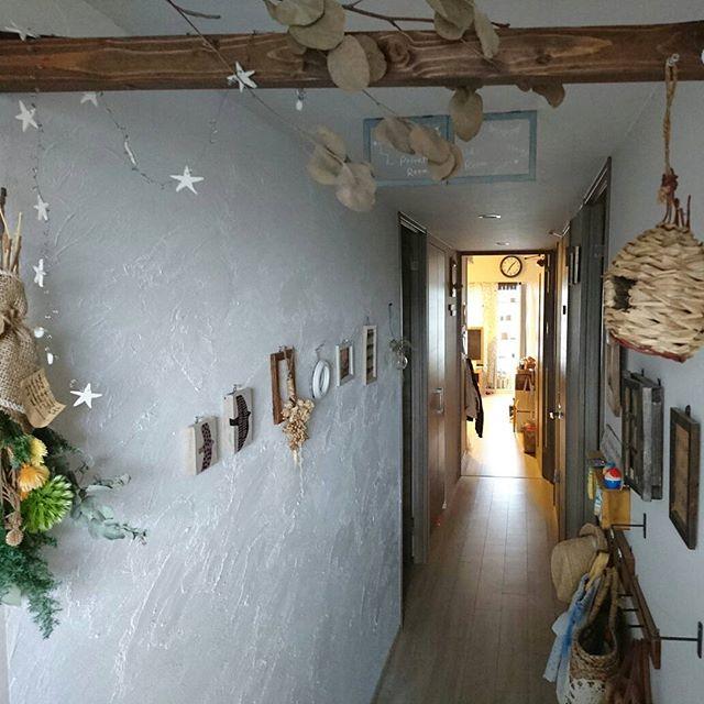 漆喰壁のある廊下