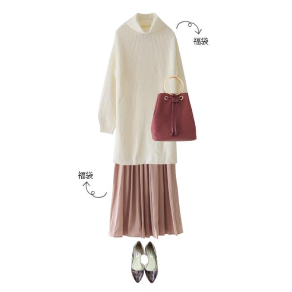 白×ピンクベージュの優しげ配色でフェミニンコーデ